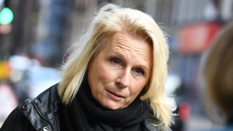 Jennifer Saunders protests for theatres
