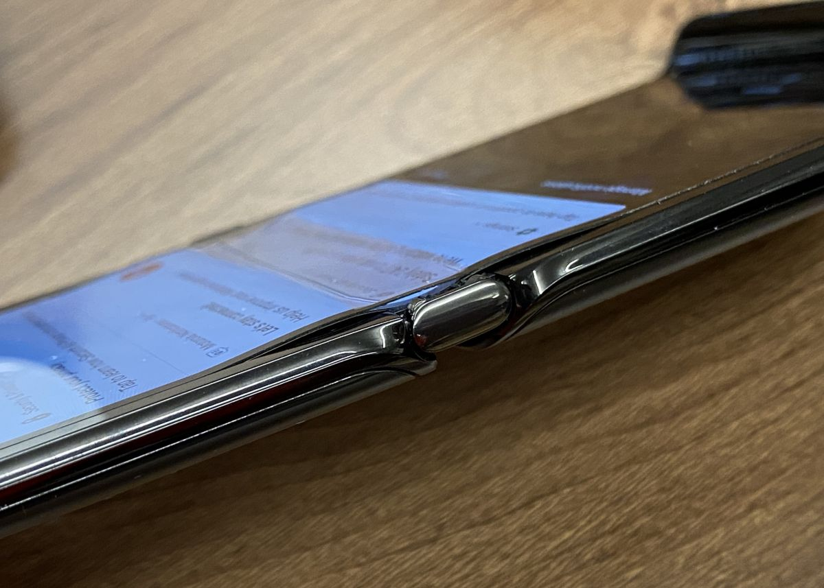 Motorola Razr: Why doesn't Motorola want iFixit to investigate screen faults?