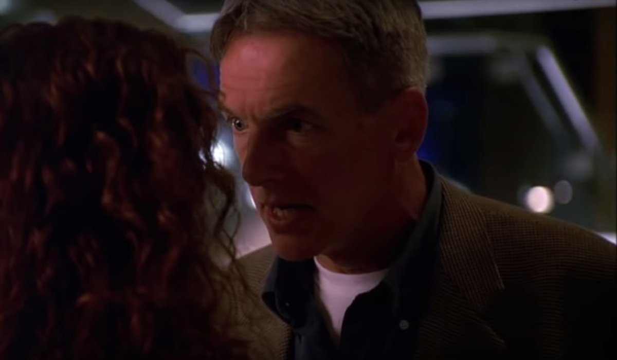 JAG Mark Harmon talking with a fellow agent