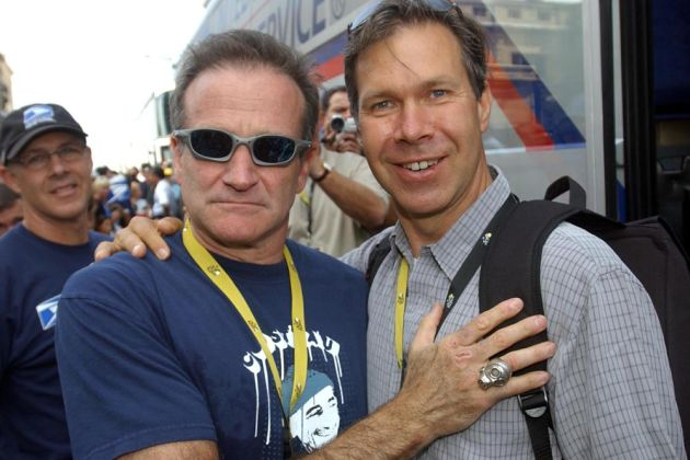 Robin Williams and Jim Ochowicz at the 2003 Tour de France