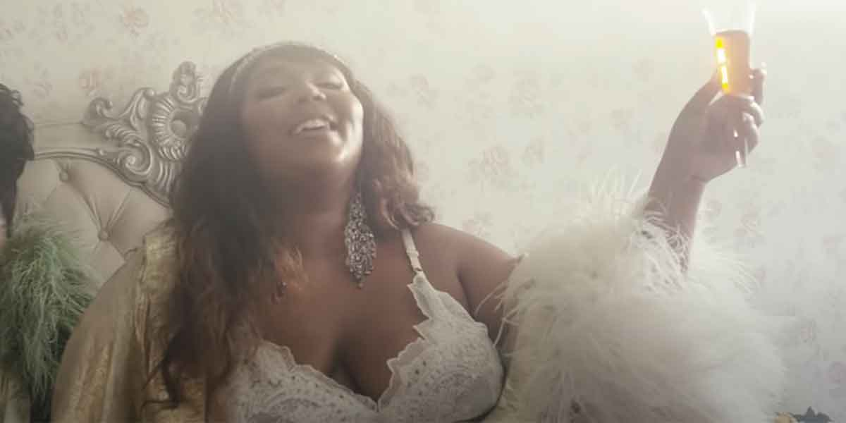 """Lizzo Goes Off On TikTok About Internet Shaming Over Weight And More: 'Every Single Body Is Different"""""""