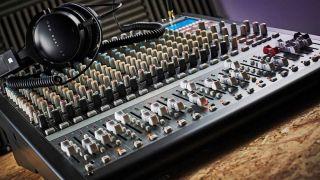 Korg SoundLink MW-2408 Hybrid mixer