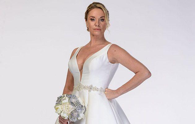 Mel Owen w EastEnders w sukni ślubnej