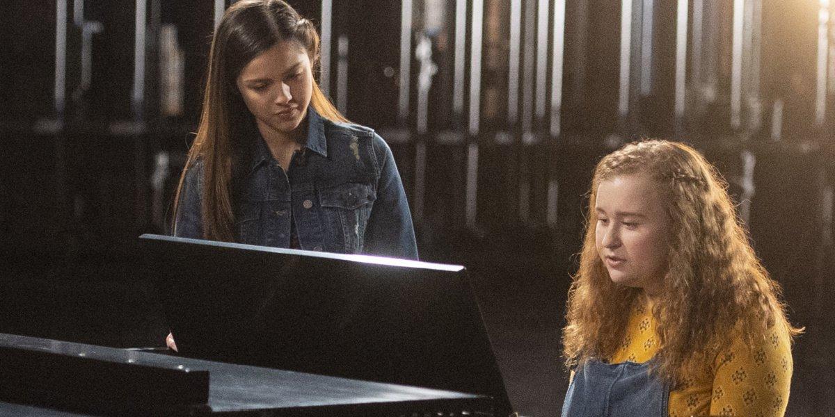 "Nini and Ashlyn performing ""Wondering"" in High School Musical: The Musical: The Series."