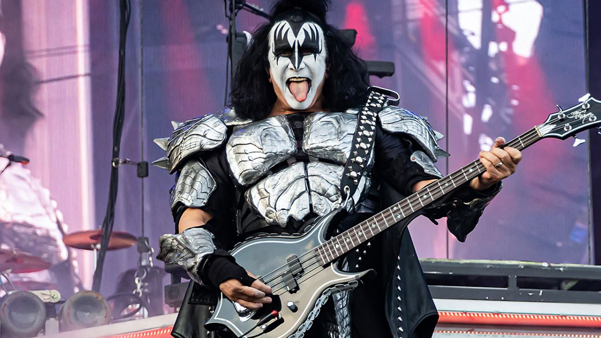 Gene Simmons: Bono would pass out if he did what I do