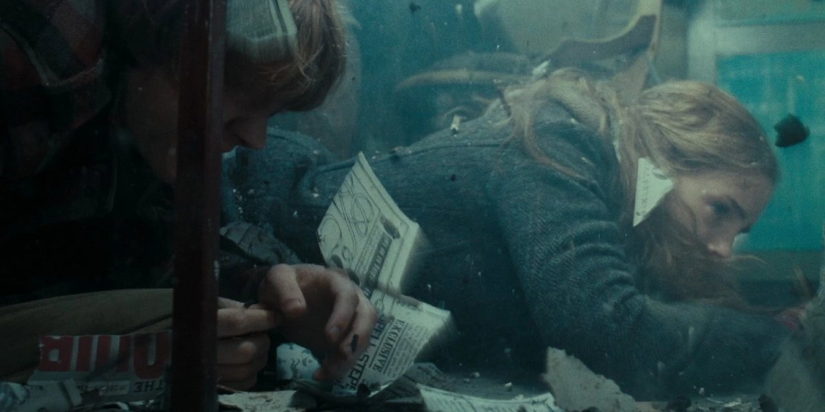 Rupert Grint and Emma Watson in Harry Potter and the Deathly Hallows: Part 1