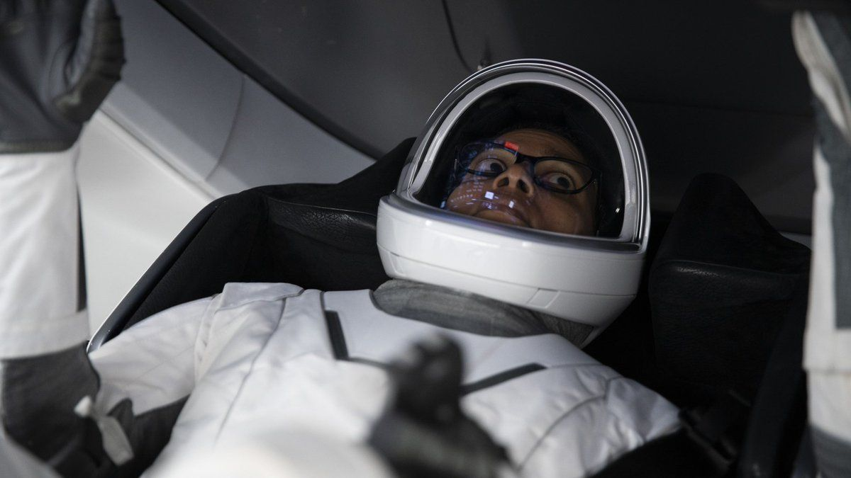 See the citizen astronauts of Inspiration4 learn how to fly a SpaceX Dragon (photos)