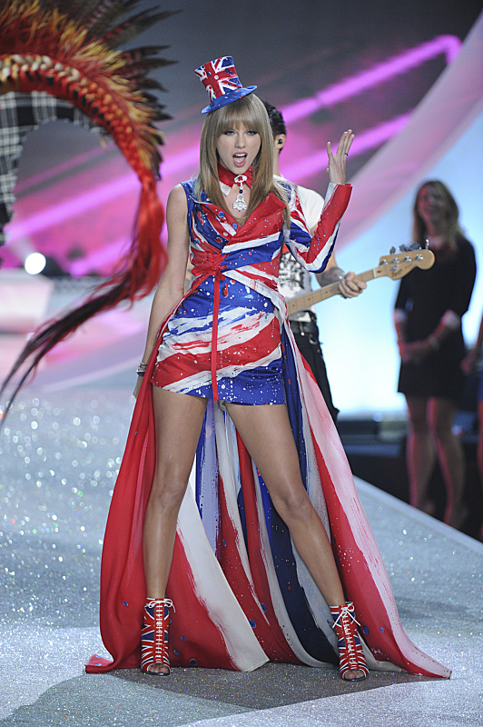 Watch Victoria's Secret Angels Lip Sync To Taylor Swift's 'I Knew You Were Trouble' #29886