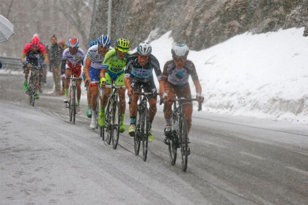 Gruelling climb puts Yates up with the best