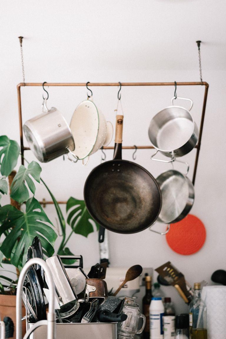 kitchen cleaning hacks: hanging pans