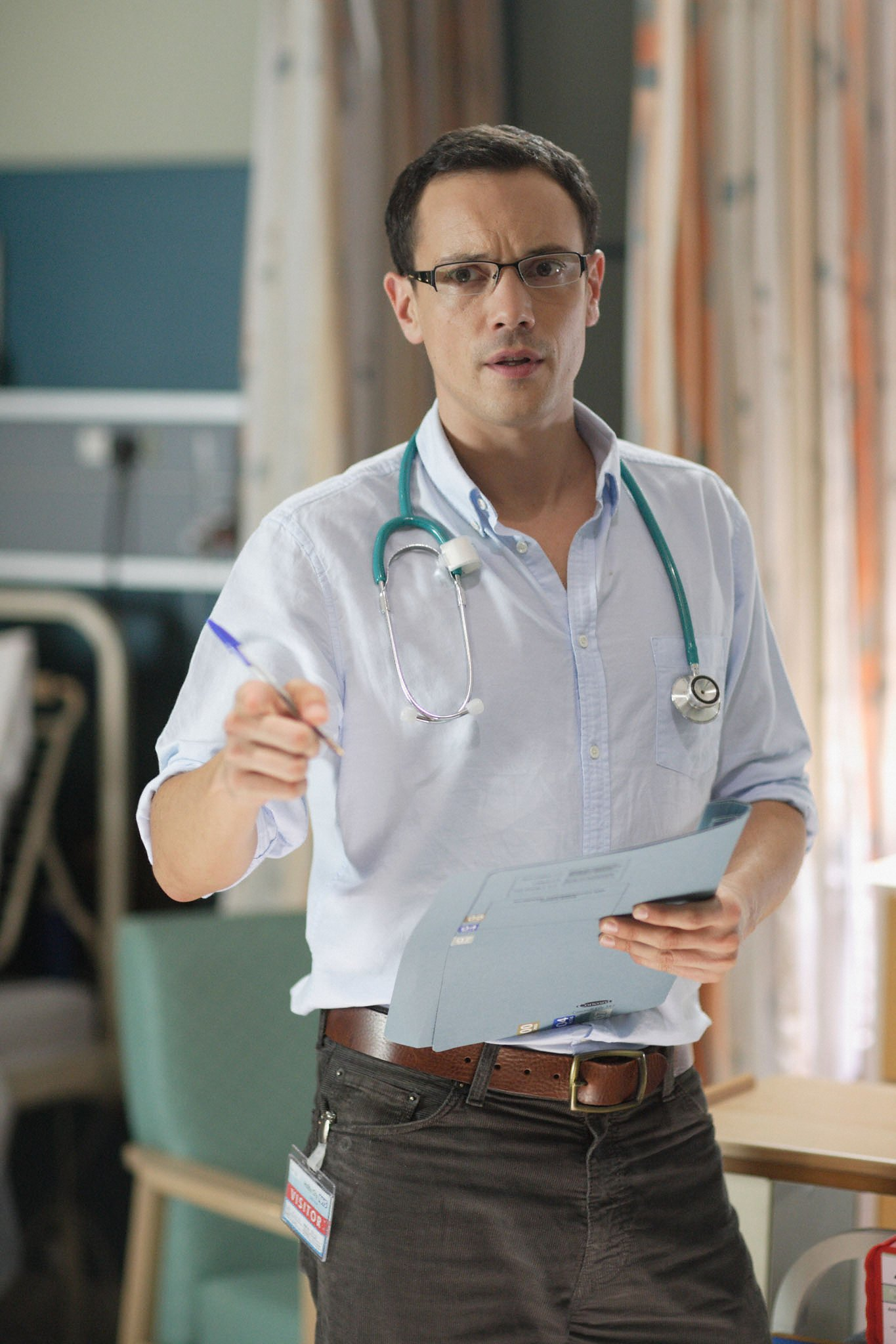 Duncan Pow dishes the Holby dirt!
