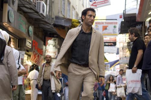The International - Clive Owen's Interpol agent Louis Salinger hunts his prey through Istanbul's Grand Bazaar