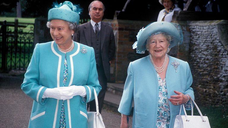Queen Elizabeth II, Queen Elizabeth The Queen Mother, 1990.
