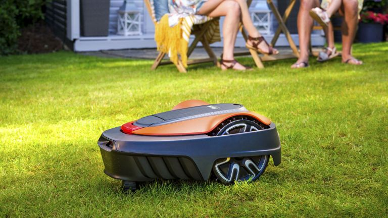 Flymo EasyLife 200 robotic lawn mower