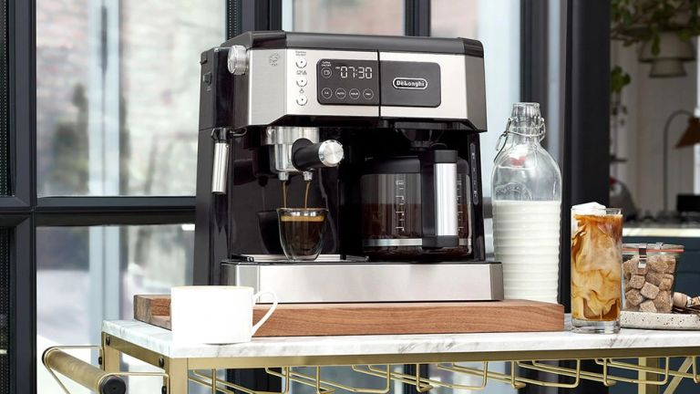 best coffee maker: De'Longhi COM530M All-In-One Combination Coffee and Espresso