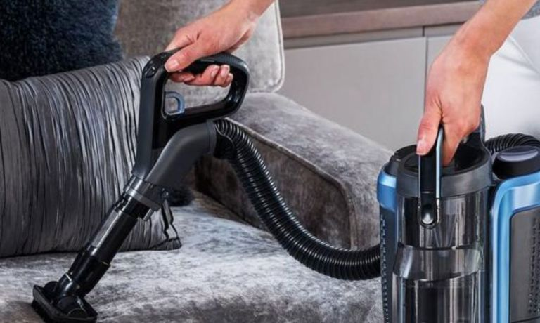 Shark DuoClean IC160UK Cordless Upright Vacuum Cleaner with Powered Lift-Away is reduced from £449 to £279.99 at Very