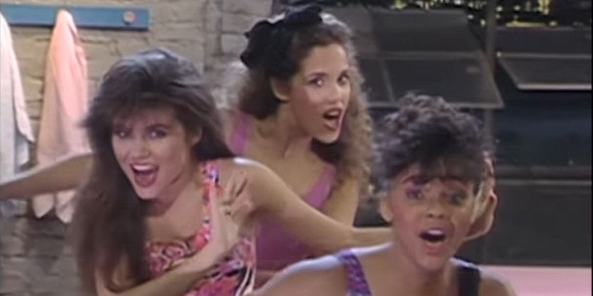 """Lisa, Kelly and Jessie performing """"Got For It"""" as Hot Sundae on Saved By the Bell"""