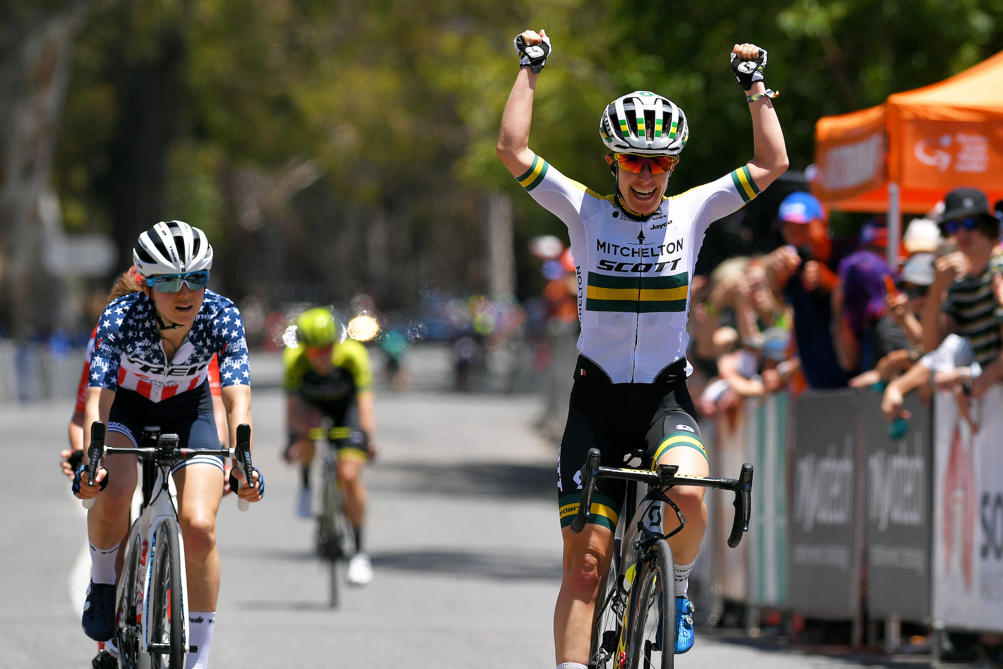 Amanda Spratt sprints into overall lead on stage two of Women's Tour Down Under 2020