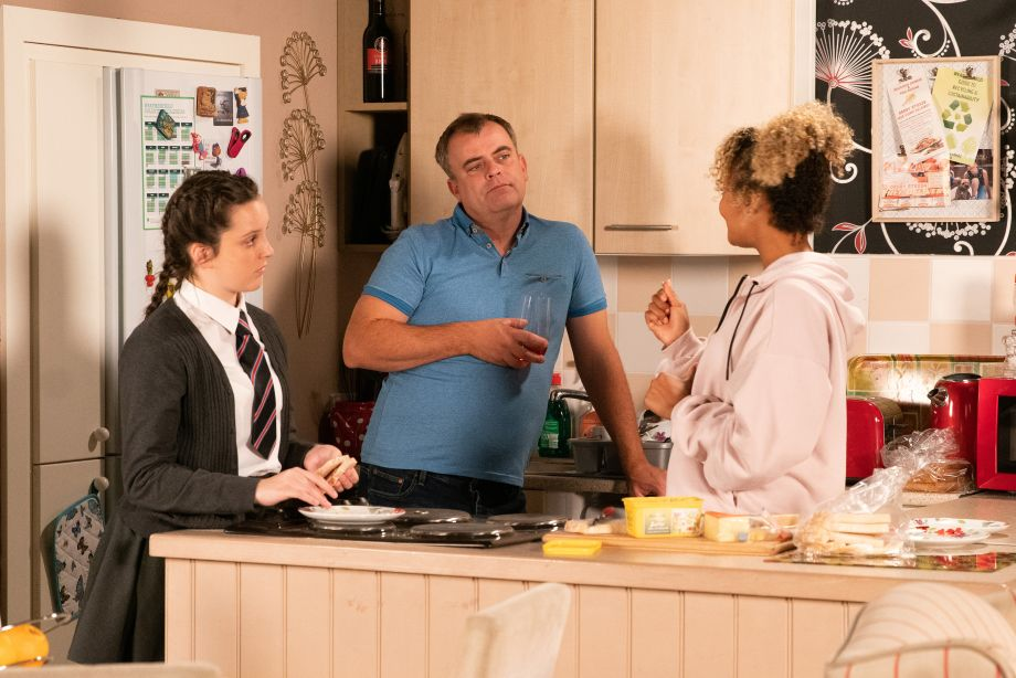 Coronation Street spoilers: Emma has news for Steve McDonald…
