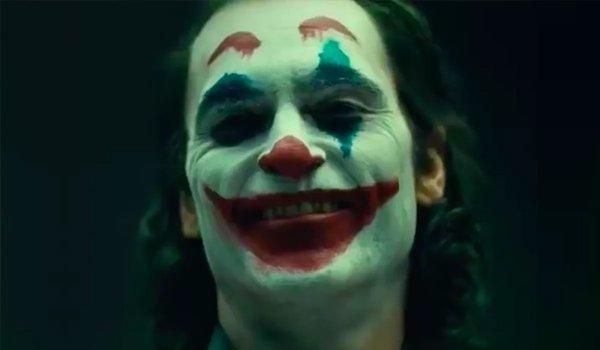 Joker Joaquin Phoenix in full makeup