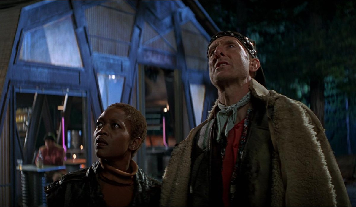 Star Trek: First Contact Lily and Zephram look up at the stars