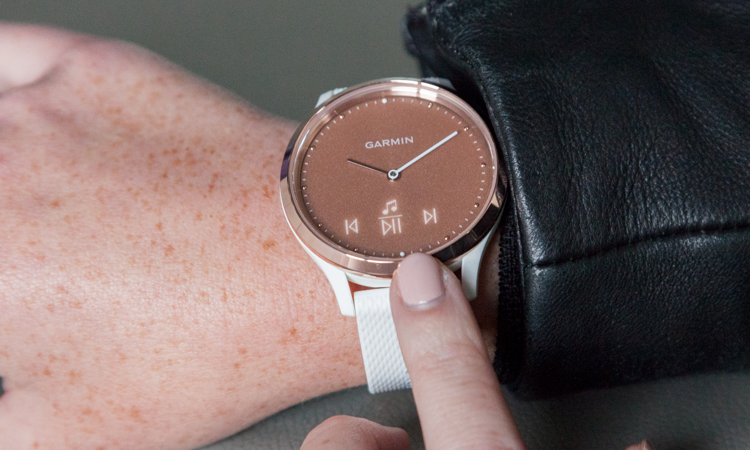 Garmin Vivomove HR Review: Stylish Smartwatch Falters on Fitness