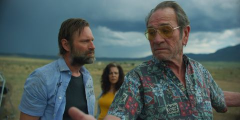 In 'Wander,' Aaron Eckhart and Tommy Lee Jones play podcast cohosts who investigate the murder of a young woman in a sleepy Southwestern town.