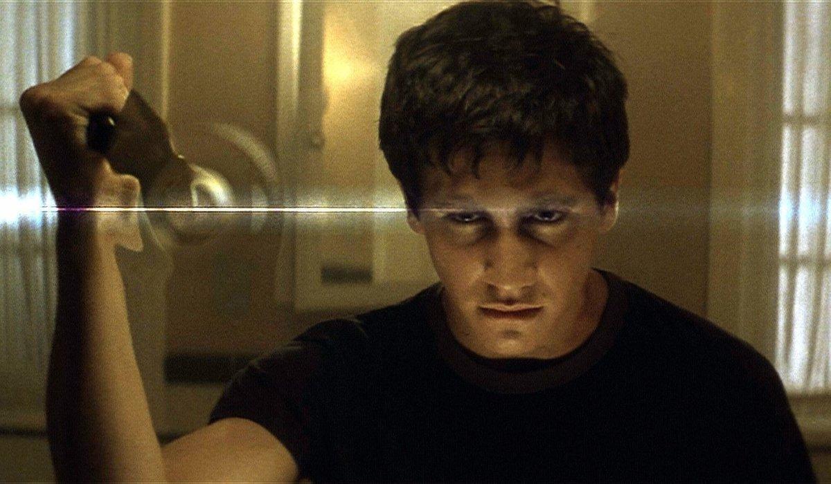 Donnie Darko Jake Gyllenhaal stabs the mirror