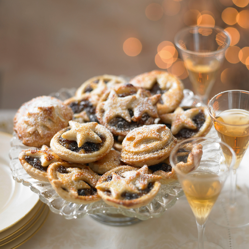 Learn how to make a classic mince pie with this easy to follow recipe