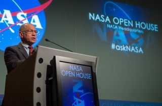 Bolden Speaks at NASA Open House