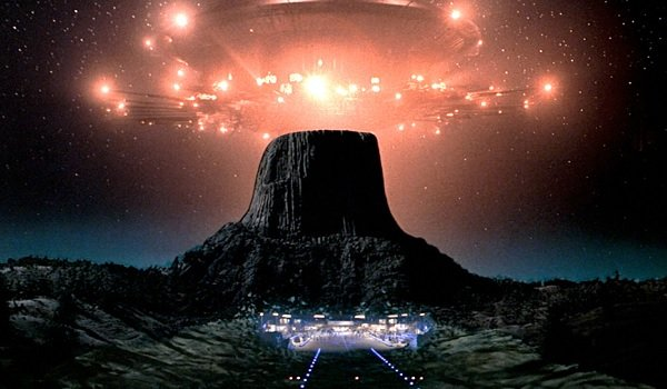 Close Encounters of the Third Kind a spaceship over Devil's Tower