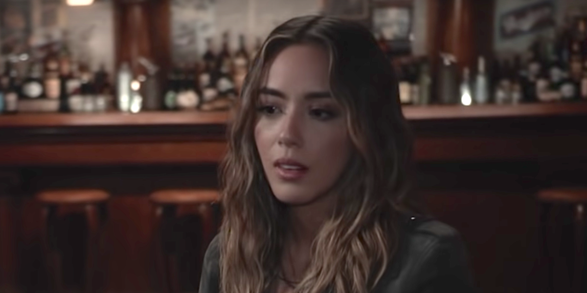 daisy quake jones in a bar on agents of s.h.i.e.l.d.
