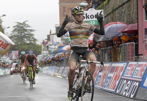 Cadel Evans (BMC) outsprinted the few riders who managed to make it to the end of stage 7 of the Giro d'Italia with him.
