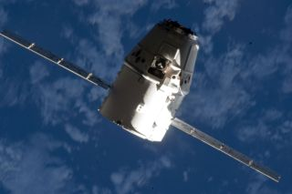 SpaceX Dragon Approaches the ISS