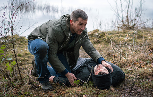 Overdose? Pete finds Ross unconscious in Emmerdale…