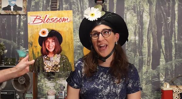 mayim bialik wearing blossom hat