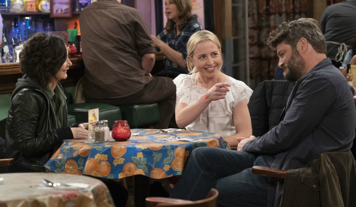 the conners darlene becky ben smiling abc