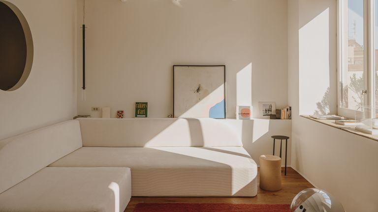 Casa 21, a stylish skinny house in Barcelona