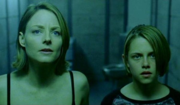 Panic Room Jodie Foster and Kristen Stewart looking concerned in the panic room