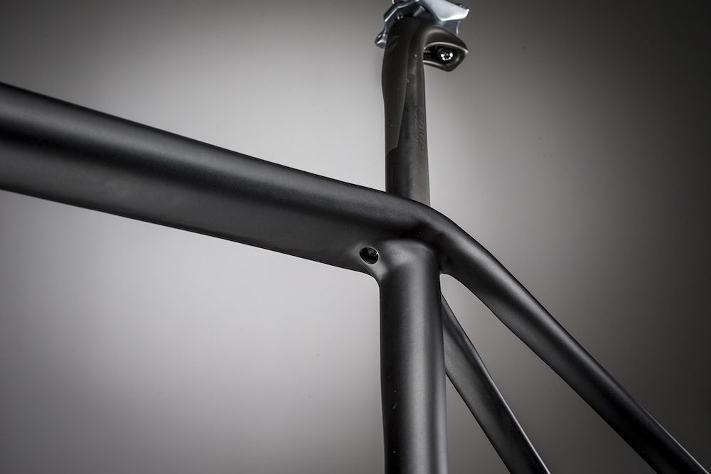 Seatpost clamp position adds 2cm free play to the seatpost