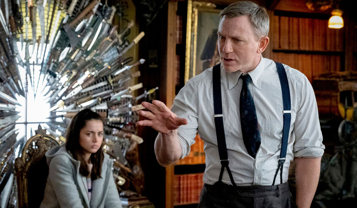 Daniel Craig Asks People Not To Spoil Knives Out For Others