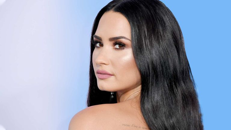 Demi Lovato attends the 2017 American Music Awards at Microsoft Theater on November 19, 2017 in Los Angeles, California.