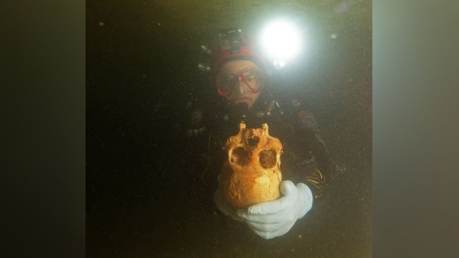 Divers discovered the ancient woman's remains in the Chan Hol cave, near Tulum, Mexico. The underwater survey was led by Jerónimo Avilés, a speleologist (cave explorer and researcher) at the Museum of the Desert of Coahuila.