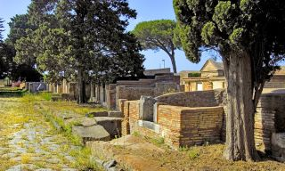 The imperial Roman necropolis of Portus is located in the archaeological area of Isola Sacra.