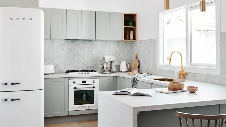 Grey and White kitchen by Norsu
