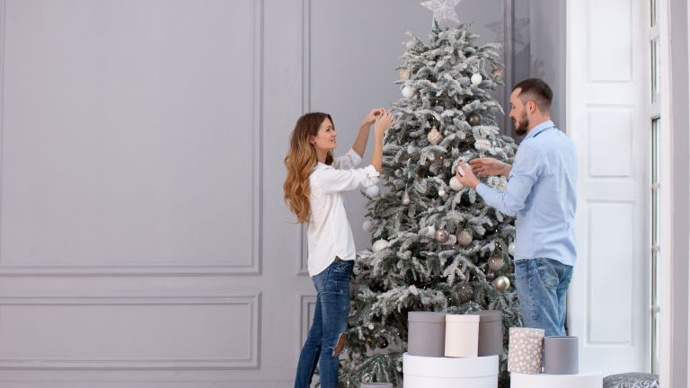 how to put up a Christmas tree