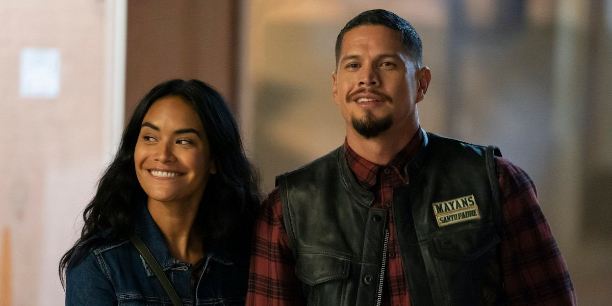 EZ and Gabby on a date on Mayans MC season 3 premiere