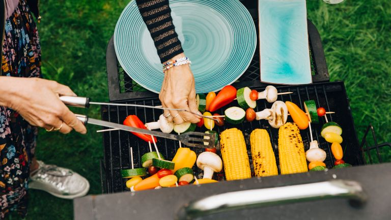how to remove rust from grills and barbecues: aerial shot of food on barbecue