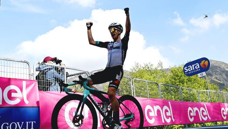 Simon Yates wins stage 19 of the Giro d'Italia 2021