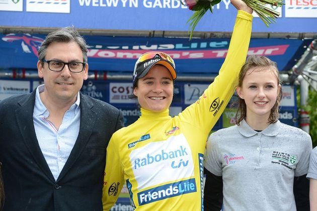 womens-tour-2014-st4-Welwyn-podium-Vos